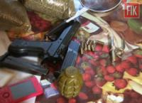 У жителів Кропивницького вилучили майже 1, 5 кг марихуани,  понад 350 кущів коноплі,  гранату та спецзасіб