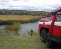 На Кіровоградщині рятувальники дістали легковик з водойми