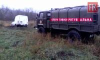 На Кіровоградщині легковий автомобіль застряг у багнюці