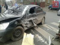 У Кропивницькому автівка зіткнулася з автобусом