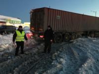 На Кіровоградщині визволяють автомобілі зі снігових заметів