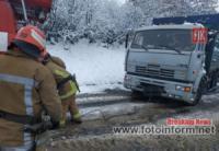 На Кіровоградщині надавали допомогу по буксируванню автомобілів зі складних ділянок доріг