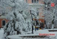 Зимова казка у Кропивницькому: місто рясно засипає снігом