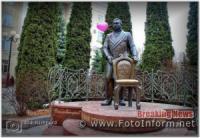 Фото дня: у Кропивницькому прикрасили пам'ятник меру