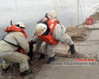 На Кіровоградщині з водойми дістали потопельника