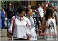 Дефіле у вишиванках на Дні вишиванки у Кропивницькому