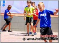 Кропивницький: у центрі міста діти змагалися у різних естафетах