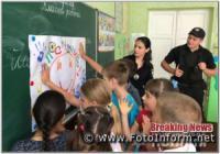 На Кіровоградщині поліцейські разом із дітьми долучилися до флешмобу