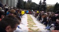 Кропивницький: святковий пиріг розібрали за 15 хвилин