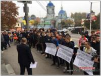 У Кропивницькому біля приміщення суду відбувається акція