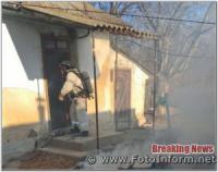 На Кіровоградщині вогнеборці загасили пожежу в будинку та врятували господаря
