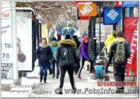 У Кропивницькому комунальники розчищають місто від першого снігу
