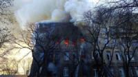 Масштабна пожежа в Одесі забрала життя жінки та більше десятка людей постраждало