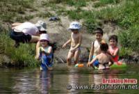 У Кропивницькому містяни засмагають на місцевих пляжах
