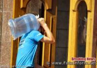 Кропивничани рятуються від спеки морозивом та прохолодними напоями