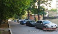 У Кропивницькому багато водіїв ставлять свої автівки на пішохідних тротуарах
