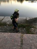 У Кропивницькому з водойми дістали чоловіка,  який ледь не втонув