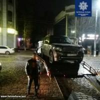 У центрі Кропивницького чоловіку погрожували зброєю