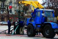 У центрі Кропивницького встановлюють новорічну ялинку