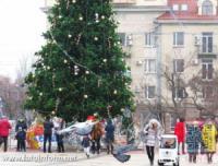 У Кропивницькому містяни відпочивають біля новорічної ялиники