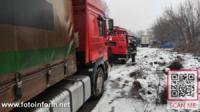 На Кіровоградщині продовжують допомагати водіям долати складні ділянки доріг