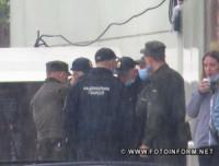Злива у Кропивницькому: містяни повдягали гумові чоботи та взяли парасольки