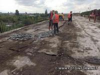 На Кіровоградщині шляховики продовжують ремонт шляхопроводів на дорозі М-30