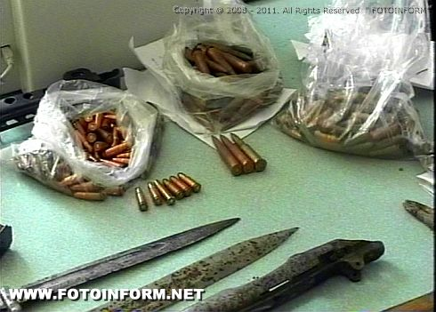 Житель Кировограда хранил у себя целый арсенал оружия (фото)