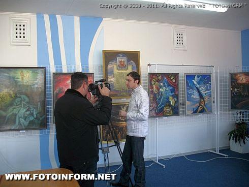 Выставка Анатолия Кимнатного Баллада красной ленточки