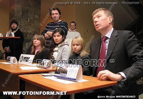 Впервые школьные парты оказались в стенах облгосадминистрации ФОТОРЕПОРТАЖ Игоря Филипенко