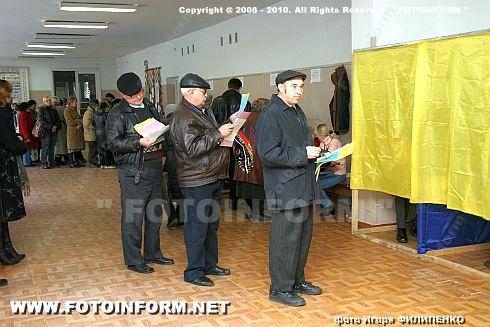 В Кировограде быстро проголосовать проблематично (ФОТО Игоря Филипенко)