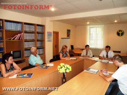 В информационно-консультационном центре Кировоградского областного центра занятости состоялась встреча с участием СМИ, по вопросам трудоустройства в соответствии с нормами законодательства о занятости населения.