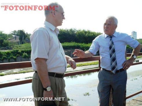 Вчера, 17 июля, начат запуск воды в обводной канал Ингула, который расположен вокруг парка Пушкина.