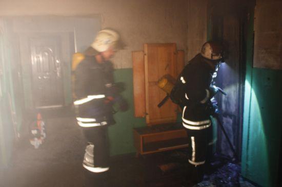 1 липня о 04:53 до Служби порятунку «101» надійшло повідомлення про пожежу в дев'ятиповерховому житловому будинку на вул. Попова м. Кропивницький.