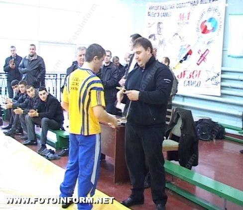Правоохранители соревновались за звание чемпиона по борьбе самбо (ФОТО)